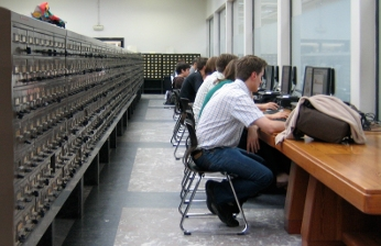 Blog Wissenschaftliches Arbeiten der TU-Bibliothek – Foto: T. Hapke (Szene in der Universitätsbibliothek Ghent, Belgien)