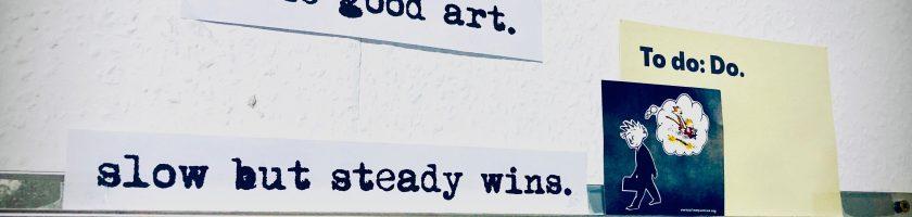 Wand mit Notiztipps