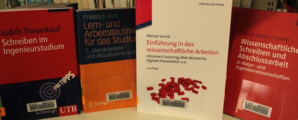 Bücher zum wissenschaftlichen Arvbeiten in der Lehrbuchsammlung der tub.
