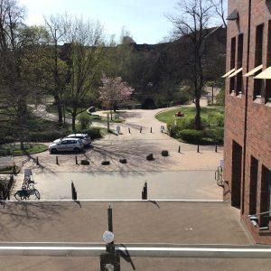 Der leere TUHH-Campus zur Mittagszeit